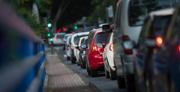Los conductores de la capital pierden 22 minutos de media en atascos