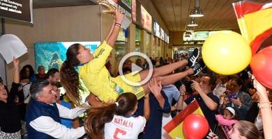 Las hermanas Ramos, recibidas como heroínas a su llegada a Tenerife