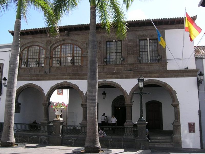 El Ayuntamiento de la capital palmera es la sede de La Económica. | DA