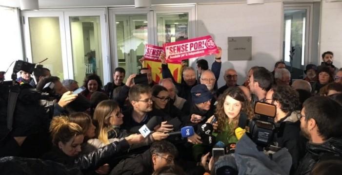 La alcaldesa de Berga (Barcelona) en libertad tras declarar ante por mantener la 'estelada'