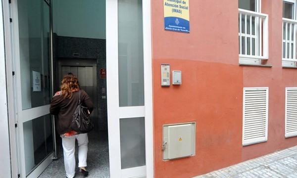 El PSOE denuncia que la lista de espera para ayuda social se ha disparado hasta 10 meses