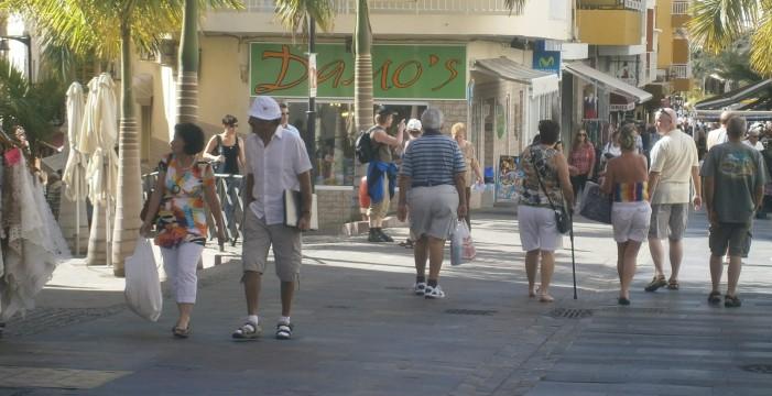 Detenido por apuñalar a otro en Los Cristianos delante de varios policías