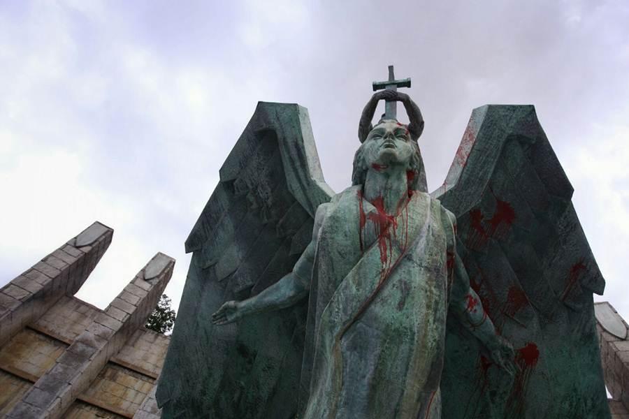 El monumento fue vandalizado a finales del pasado año. ANDRÉS GUTIÉRREZ