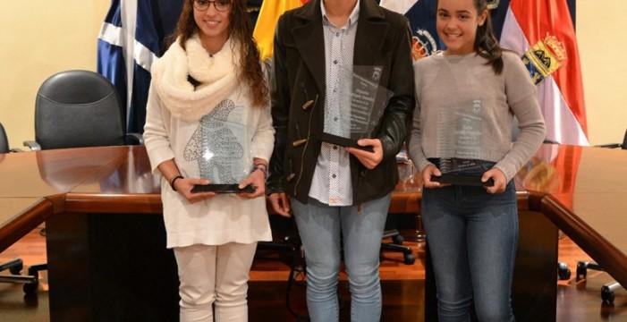 Fasnia distingue a sus tres mejores alumnos de Primaria, ESO y Bachillerato