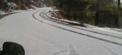 Cierran el acceso al Roque de Los Muchachos por placas de hielo en la calzada