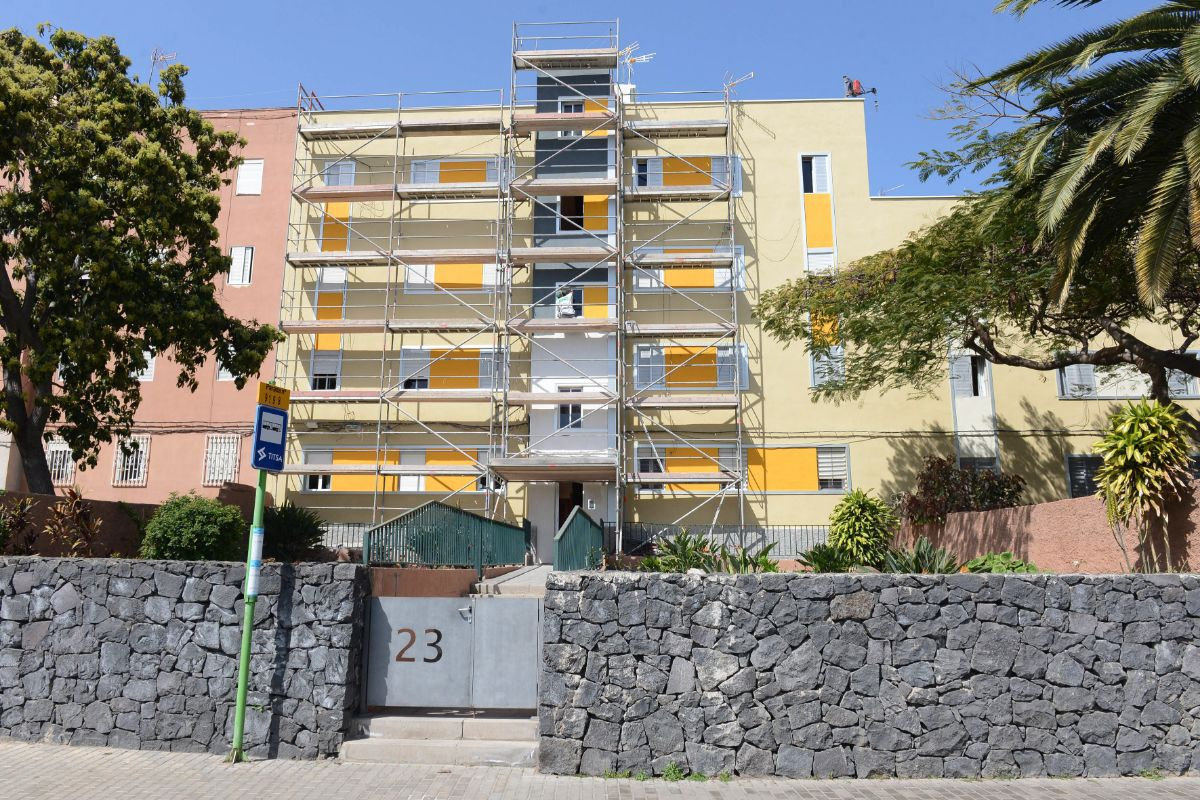 La capital crear una bolsa de pisos de alquiler para las for Busco piso en alquiler en sevilla capital
