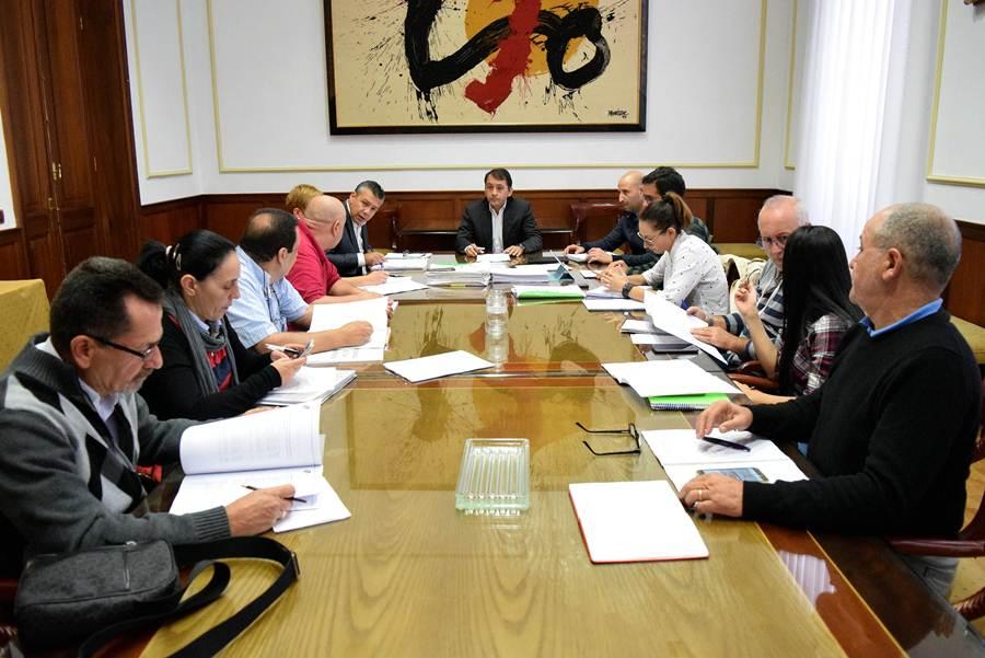 Imagen de la reunión entre los taxistas y el Ayuntamiento. | DA