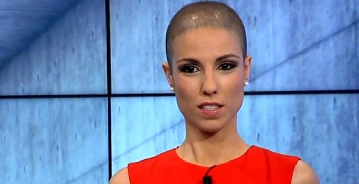 La presentadora de informativos de 7TV vuelve al trabajo con el cabello rapado por la quimioterapia