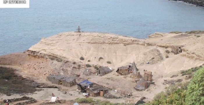 La Guardia Civil denuncia a 62 personas por acampar en La Caleta de Adeje