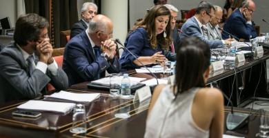 Los cabildos aprovechan la debilidad del Gobierno para reforzar su posición