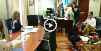 El alcalde de Los Realejos y equipo, felicitan la Navidad con un 'mannequin challenge'