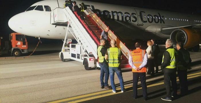 Desvían un avión a Tenerife tras detectar una maleta que no correspondía a ningún pasajero
