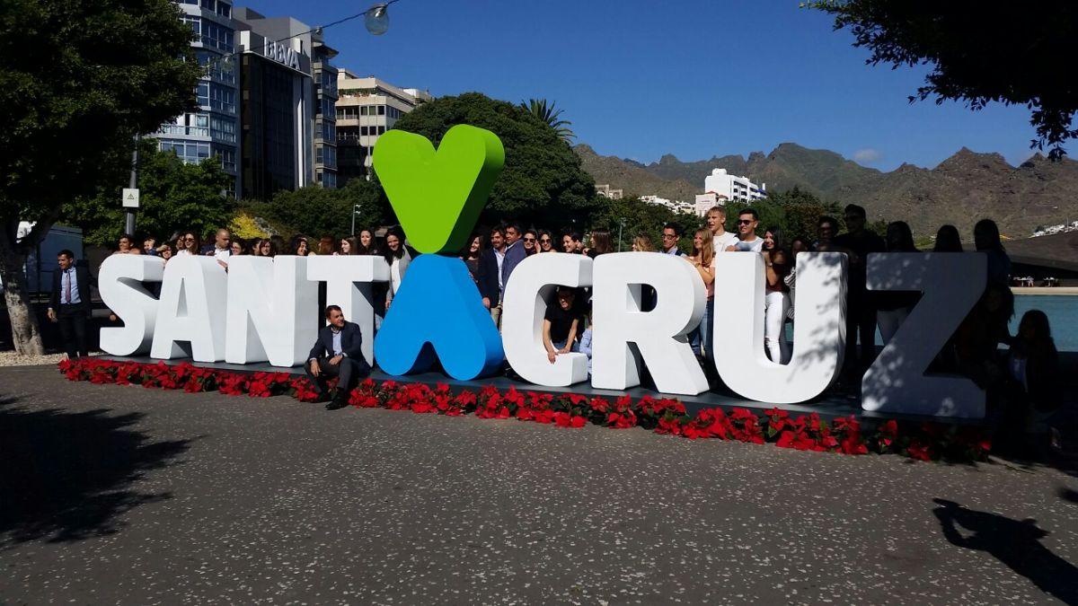 Santa Cruz luce ya el corpóreo de su marca ciudad en la Plaza de España | DA