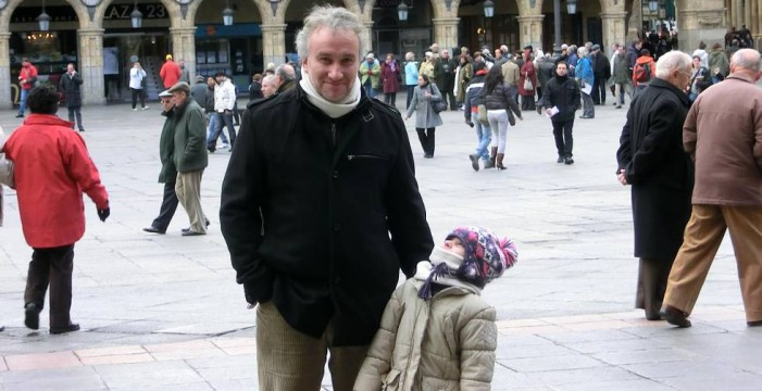 El padre de la niña con envejecimiento prematuro afirma que devolverá los donativos que le reclamen