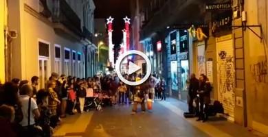 Impresionante ópera callejera en las calles de Santa Cruz, sabor a Navidad