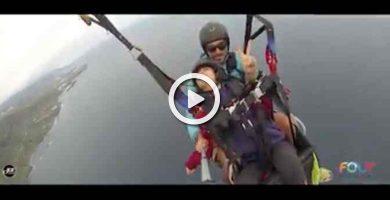 Una niña tinerfeña con parálisis cerebral cumple su sueño al volar en parapente
