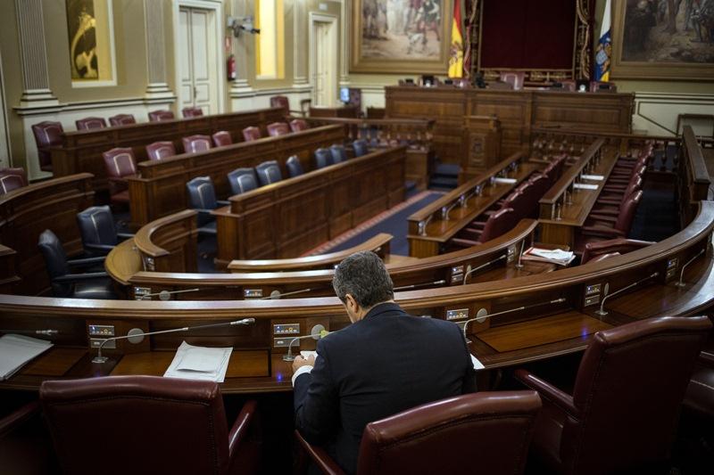 Un diputado en el Parlamento de Canarias 'cuesta' 60.441 votos en Tenerife y 3.533 en El Hierro. Foto Andrés Gutiérrez