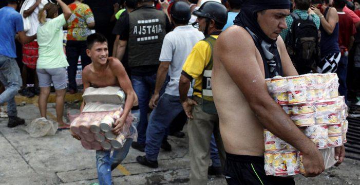 300 detenidos en Venezuela por los actos violentos en la crisis por los billetes de 100 bolívares