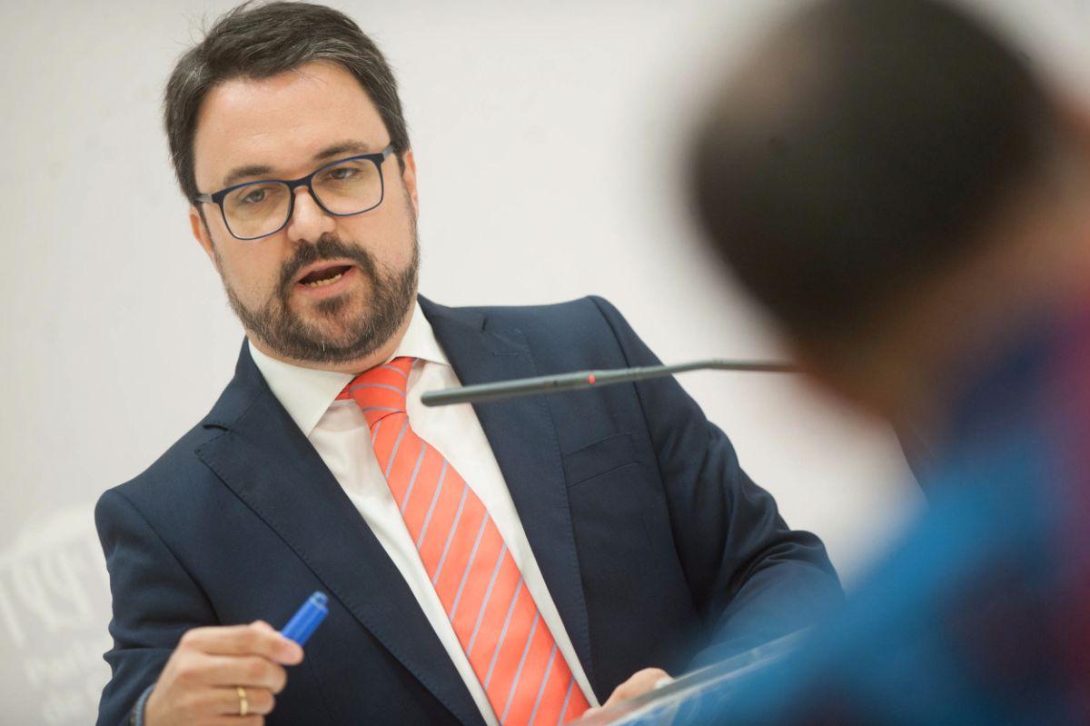Asier Antona en un momento de la rueda de prensa | FOTO: FRAN PALLERO