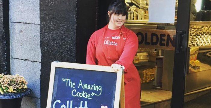 Una chica abre su propia tienda de galletas después de ser rechazada por tener Síndrome de Down