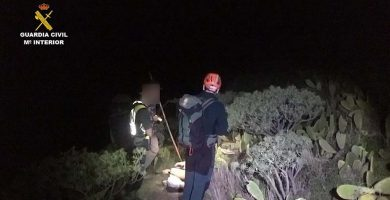 La Guardia Civil rescata a un parapentista en Teno (Tenerife) | EUROPA PRESS