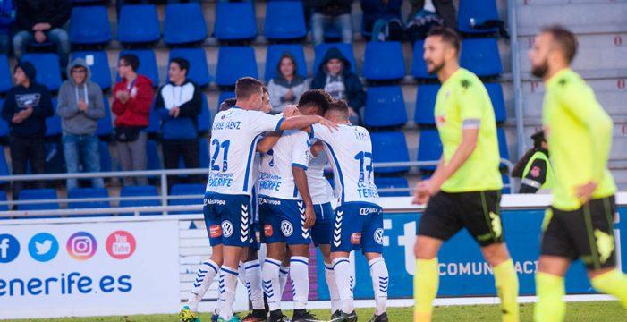 El CD Tenerife pisa el 'play-off' tras vencer al Córdoba (2-0)
