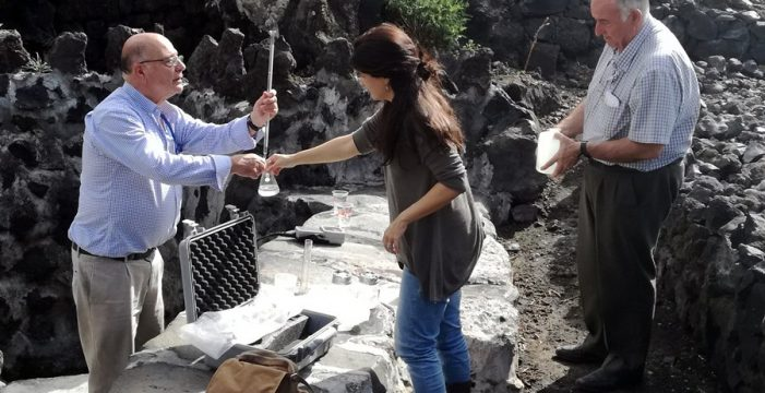 Analizan el Charco Verde para el 'Vademécum' de aguas mineromedicinales