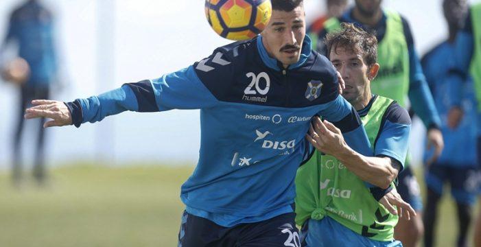 Alex García, cedido hasta final de temporada al Mirandés
