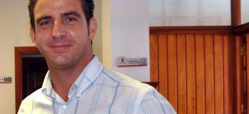 El PSOE inicia con el PP los contactos para un gobierno alternativo con la oposición