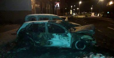Calcinados tres vehículos tras arder una pila de basura en Barranco Grande