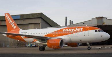 EasyJet despide a una azafata por comerse un sándwich en pleno vuelo