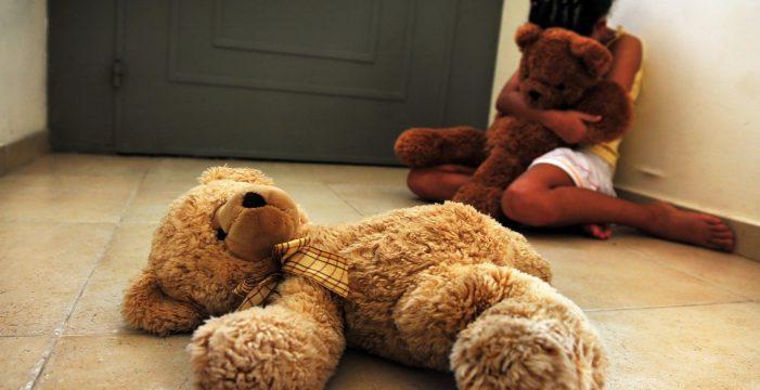Acusado de violar a su hija de dos años y retransmitirlo en internet
