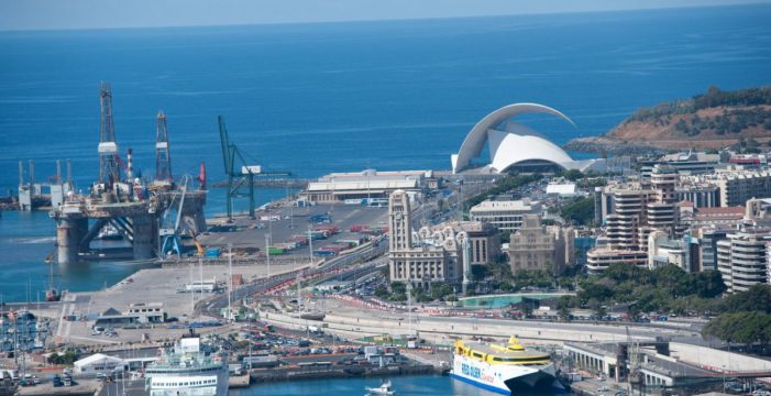 Santa Cruz pide al Gobierno de Canarias que controle la contaminación del puerto