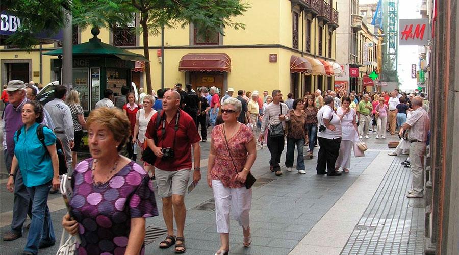 Resultado de imagen de turistas extranjeros en Canarias