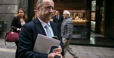 El consejero Pedro Ortega llega al Parlamento de Canarias | Foto: ANDRÉS GUTIÉRREZ