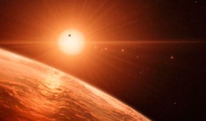 """Hallado un sistema solar con tres planetas que podrían ser """"habitables"""""""