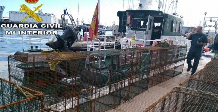 La Guardia Civil interviene 16 nasas ilegales en la costa de Gran Canaria