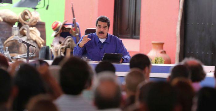 """Una estudiante denuncia ante Maduro que sus compañeros """"se desmayan"""" por hambre"""