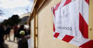 Urbanismo procede a precintar los kioscos de las Teresitas   Andrés Gutiérrez