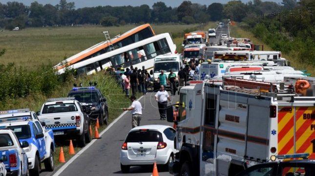 Al menos trece muertos por el choque de dos guaguas en el norte de Argentina