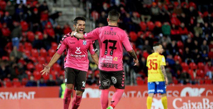 El CD Tenerife se disfraza de candidato al ascenso directo