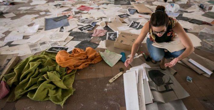 Una facultad en ruinas con el arte por los suelos