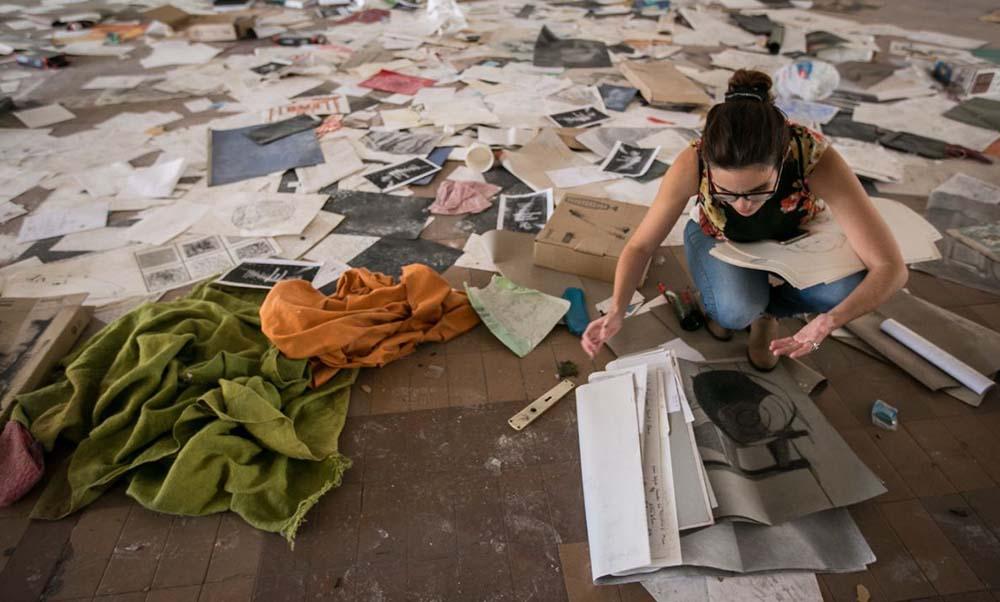 Imágenes de la visita realizada por DIARIO DE AVISOS al edificio en ruinas ubicado en Santa Cruz. Mobiliario destruido, cristales por todas partes, basura y grafitis son protagonistas | ANDRÉS GUTIÉRREZ