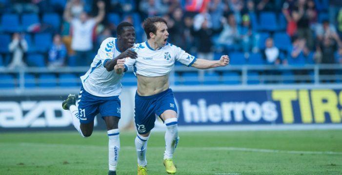 El CD Tenerife vence al Almería y alimenta el sueño del ascenso