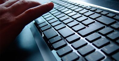 Detenido por obligar a prostituirse a una mujer a la que captó con el método del 'ciber loverboy'