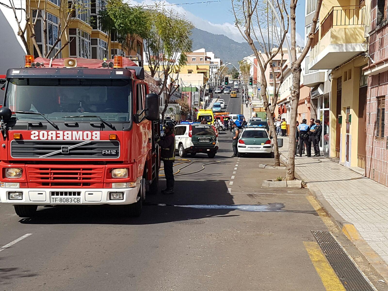 Resultado de imagen de Se entrega el hombre atrincherado en un bar de Tenerife y que amenazó con hacer estallar varias bombonas de butano