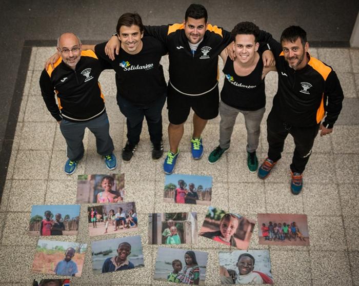De izquierda a derecha, Óscar Lindell, Carlos Sánchez, Saúl Afonso, Antonio Mendoza         e Iván Castro, en el IES Geneto. Andrés Gutiérrez