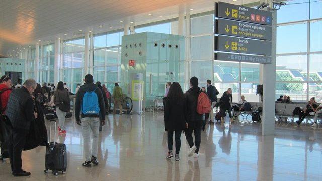 Casi 66.000 españoles se fueron a vivir al extranjero en 2016, un 5,9% menos que hace un año