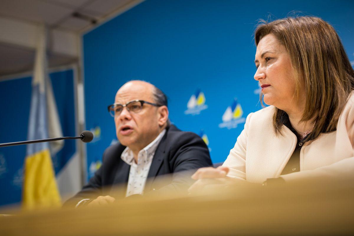 José Miguel Barragán y Guadalupe González Taño, ayer en la sede de CC en Santa Cruz de Tenerife. / ANDRÉS GUTIÉRREZ
