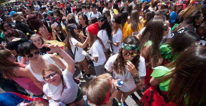 Más de 15.000 personas 'viajan' a Las Vegas, en el Carnaval de Día de Los Cristianos